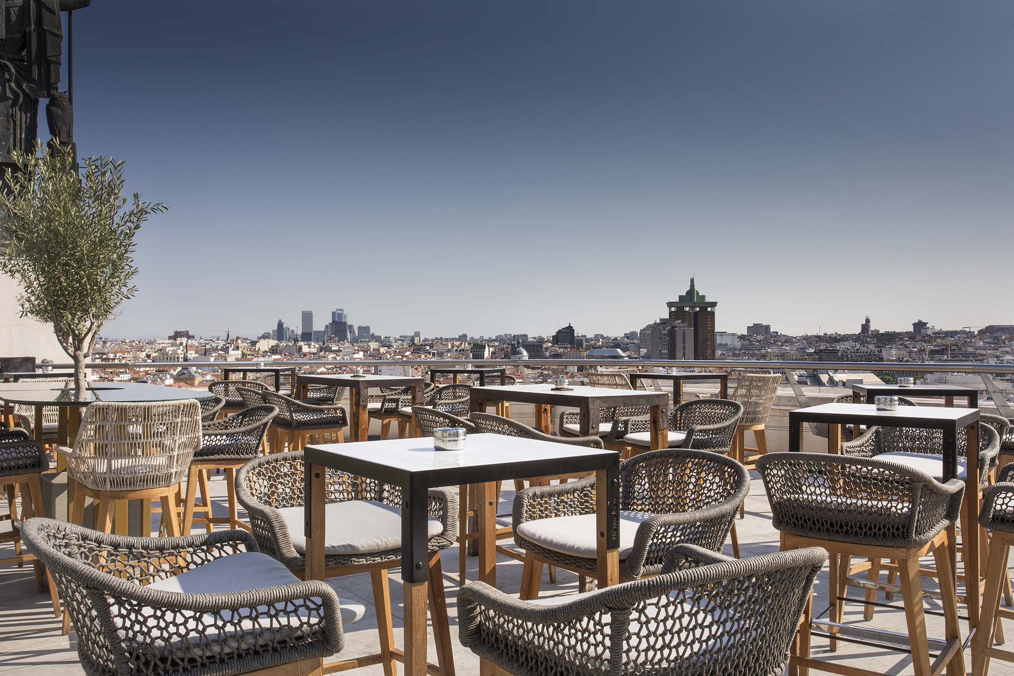 Comidas y cenas en la terraza más emblemática de Madrid